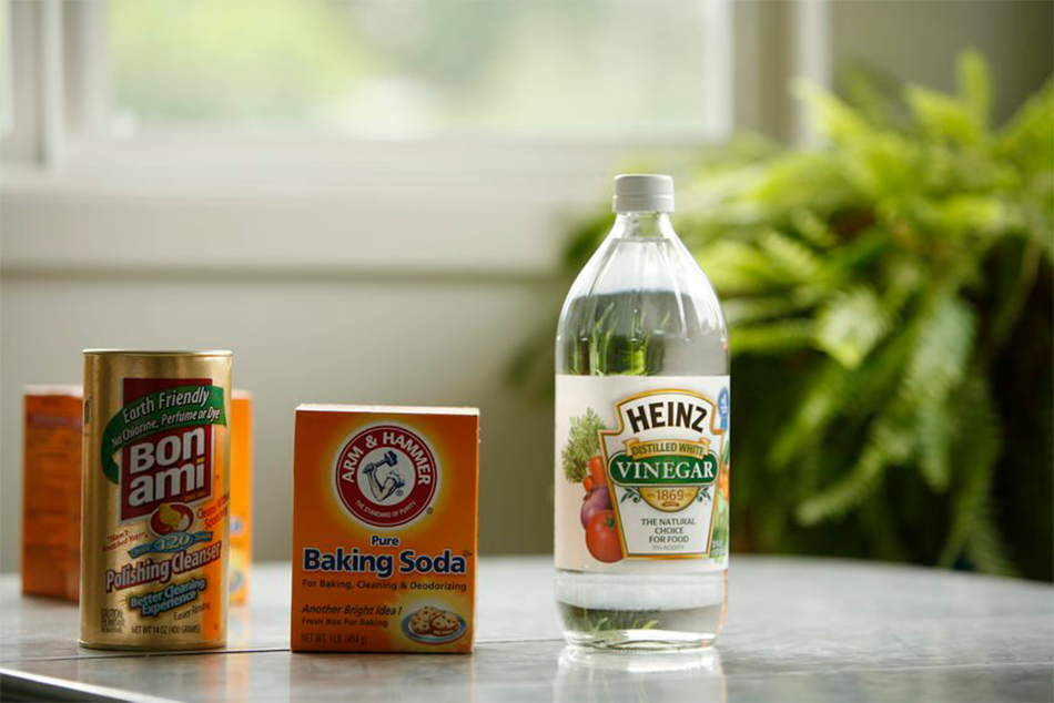 Baking soda, vinegar and earth friendly cleanser can all be used to make non-toxic cleaners.